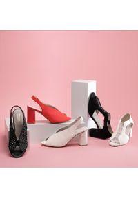 Wittchen - Damskie sandały na słupku zamszowe z wycięciami. Kolor: beżowy. Materiał: zamsz, skóra. Szerokość cholewki: normalna. Obcas: na słupku. Wysokość obcasa: średni