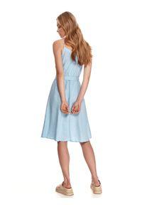 TOP SECRET - Letnia sukienka na ramiączkach z wiązaniem w talii. Kolor: niebieski. Materiał: tkanina, len. Długość rękawa: na ramiączkach. Sezon: lato. Styl: wakacyjny. Długość: midi