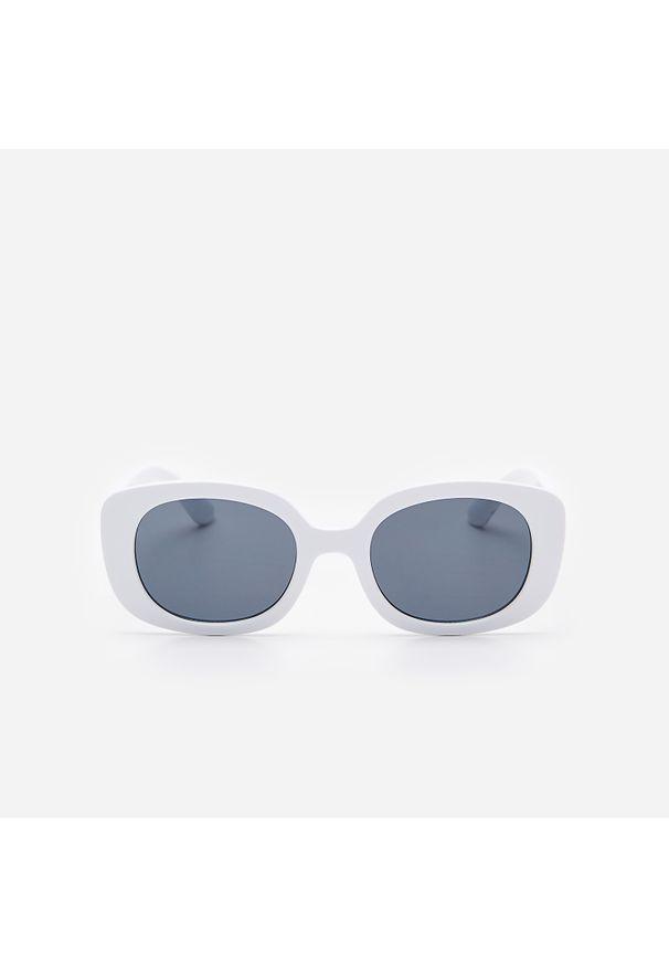 Białe okulary przeciwsłoneczne House