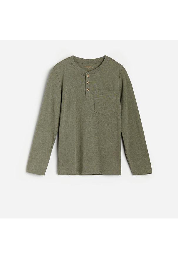 Zielona koszulka z długim rękawem Reserved melanż