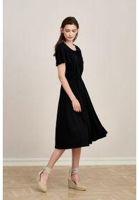 Marie Zélie - Sukienka Pola czarna mikromodal. Kolor: czarny. Materiał: wiskoza, dzianina, elastan, włókno, skóra. Długość rękawa: krótki rękaw. Długość: midi