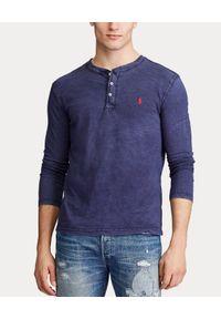 Ralph Lauren - RALPH LAUREN - Granatowa koszulka Henley. Typ kołnierza: typu henley. Kolor: niebieski. Materiał: bawełna, jeans, materiał. Długość rękawa: długi rękaw. Długość: długie. Wzór: haft