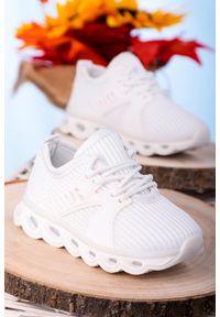 Casu - białe buty sportowe sznurowane casu 204/25m. Kolor: biały