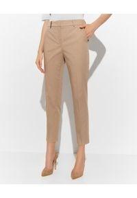 PESERICO - Beżowe spodnie w kant. Okazja: na spotkanie biznesowe, do pracy. Kolor: beżowy. Materiał: materiał, bawełna. Styl: biznesowy