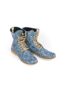 Zapato - sznurowane botki na płaskiej podeszwie - skóra naturalna - model 424 - motyw etniczny. Okazja: na spacer. Wysokość cholewki: za kostkę. Materiał: skóra. Obcas: na płaskiej podeszwie. Styl: sportowy