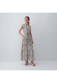 Reserved - Wzorzysta sukienka z wiskozy - Khaki. Kolor: brązowy. Materiał: wiskoza