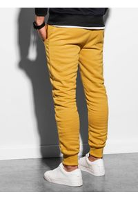 Żółte spodnie Ombre Clothing