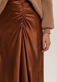 Renee - Brązowa Spódnica Dracoth. Kolor: brązowy. Materiał: tkanina, guma. Wzór: gładki. Styl: klasyczny