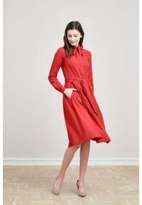Marie Zélie - Sukienka Leandra czerwień. Typ kołnierza: kokarda. Kolor: czerwony. Materiał: bawełna, materiał, tkanina, wiskoza. Długość rękawa: długi rękaw