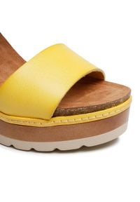 Refresh - Sandały REFRESH - 72683 Amarillo. Okazja: na co dzień, na spacer. Kolor: żółty. Materiał: skóra ekologiczna, skóra. Sezon: lato. Obcas: na obcasie. Styl: casual. Wysokość obcasa: średni