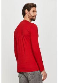 Guess - Longsleeve. Okazja: na co dzień. Kolor: czerwony. Długość rękawa: długi rękaw. Wzór: nadruk. Styl: casual