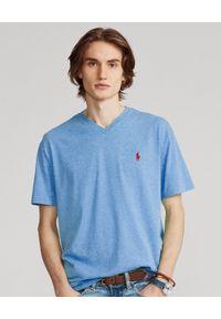 Ralph Lauren - RALPH LAUREN - Niebieska koszulka w serek Custom Slim Fit. Typ kołnierza: dekolt w serek. Kolor: niebieski. Materiał: bawełna. Wzór: haft