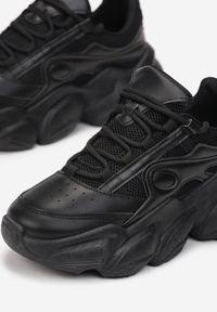 Renee - Czarne Sneakersy Thelamia. Nosek buta: okrągły. Kolor: czarny. Materiał: dresówka, materiał. Szerokość cholewki: normalna. Wzór: aplikacja