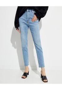 NANUSHKA - Jasnoniebieskie jeansy Kemia. Stan: podwyższony. Kolor: niebieski. Styl: sportowy, vintage