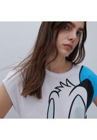 Reserved - T-shirt z nadrukiem Disney - Biały. Kolor: biały. Wzór: motyw z bajki, nadruk