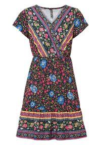 Krótka sukienka z dekoltem w serek bonprix ciemnoniebieski z nadrukiem. Typ kołnierza: dekolt w serek. Kolor: niebieski. Wzór: nadruk. Sezon: lato. Długość: mini