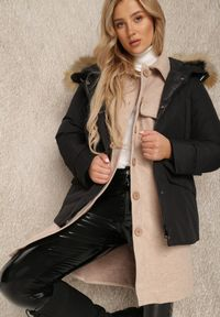 Renee - Czarna Kurtka Helliolea. Kolor: czarny. Materiał: tkanina, futro, jeans