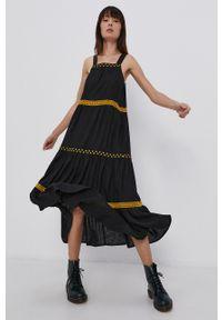 Superdry - Sukienka. Okazja: na co dzień. Kolor: czarny. Materiał: tkanina. Długość rękawa: na ramiączkach. Wzór: haft. Typ sukienki: proste. Styl: casual