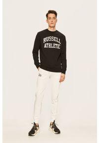 Czarna bluza Russell Athletic casualowa, z aplikacjami, z okrągłym kołnierzem, na co dzień
