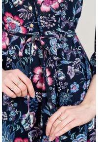 Marie Zélie - Sukienka Sorella Pimenta. Typ kołnierza: kokarda. Materiał: wiskoza, materiał. Wzór: gładki, paski. Długość: maxi