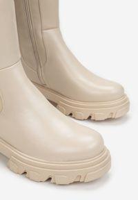 Born2be - Beżowe Kozaki Nythiza. Okazja: na co dzień. Wysokość cholewki: przed kolano. Nosek buta: okrągły. Zapięcie: zamek. Kolor: beżowy. Materiał: materiał. Szerokość cholewki: normalna. Styl: elegancki, casual