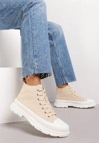 Renee - Beżowe Trampki Kodro. Wysokość cholewki: przed kolano. Nosek buta: okrągły. Kolor: beżowy. Materiał: jeans, materiał, guma. Szerokość cholewki: normalna. Wzór: jednolity. Obcas: na obcasie. Wysokość obcasa: średni
