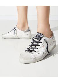 GOLDEN GOOSE - Białe sneaksery z gwiazdą Superstar. Okazja: na co dzień. Kolor: biały. Materiał: guma, jeans. Wzór: aplikacja