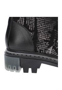 Artiker - Botki ARTIKER 49C0728 Black/Silver. Okazja: do pracy, na co dzień. Zapięcie: zamek. Materiał: nubuk, skóra, futro. Szerokość cholewki: normalna. Wzór: nadruk. Styl: elegancki, casual