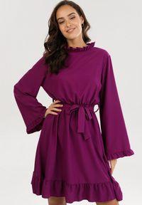 Born2be - Fioletowa Sukienka Rissyss. Typ kołnierza: kołnierzyk stójkowy. Kolor: fioletowy. Materiał: tkanina, materiał, guma. Wzór: jednolity, gładki. Typ sukienki: rozkloszowane. Długość: mini