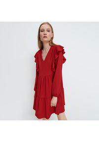 Mohito - Sukienka z falbaną - Czerwony. Kolor: czerwony