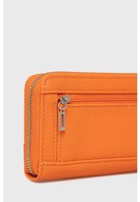 Guess - Portfel. Kolor: pomarańczowy. Materiał: materiał. Wzór: gładki