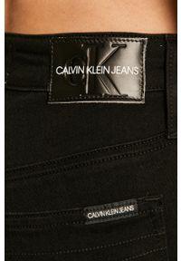 Calvin Klein Jeans - Jeansy CKJ 010. Stan: podwyższony. Kolor: czarny