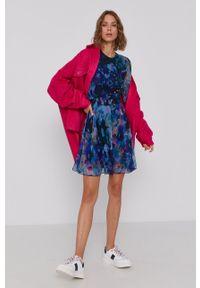 Desigual - Sukienka. Kolor: niebieski. Materiał: tkanina. Długość rękawa: długi rękaw. Typ sukienki: rozkloszowane