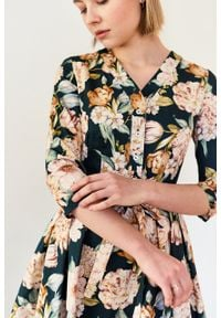 Marie Zélie - Sukienka Alodia Aurora butelkowa zieleń. Okazja: na co dzień. Materiał: elastan, materiał, tkanina, skóra, bawełna. Wzór: kwiaty. Sezon: wiosna. Typ sukienki: proste. Styl: casual