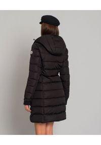 MONCLER - Czarny płaszcz puchowy Betulong. Kolor: czarny. Materiał: puch. Długość rękawa: długi rękaw. Długość: długie. Wzór: aplikacja. Sezon: zima, jesień. Styl: klasyczny #5