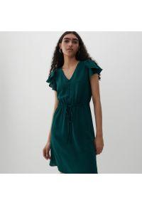 Reserved - Sukienka z falbanami na ramionach - Turkusowy. Kolor: turkusowy