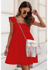 IVON - Krótka Sukienka na Szerokich Ramiączkach z Falbankmi - Czerwona. Kolor: czerwony. Materiał: elastan. Długość rękawa: na ramiączkach. Długość: mini