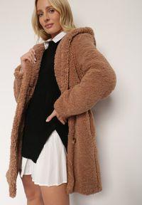 Renee - Brązowa Kurtka Klymiera. Kolor: brązowy. Materiał: tkanina, futro