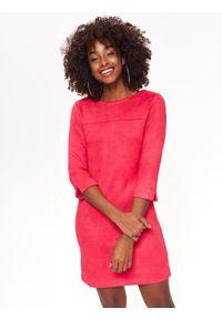 TOP SECRET - Sukienka ze sztucznego zamszu. Kolor: różowy. Materiał: zamsz. Długość rękawa: krótki rękaw. Sezon: wiosna, lato. Typ sukienki: proste. Długość: mini