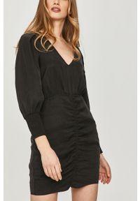 Czarna sukienka Answear Lab wakacyjna, gładkie, na co dzień, prosta