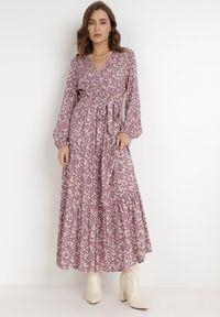 Born2be - Różowa Sukienka Naerarpia. Kolor: różowy. Materiał: materiał. Długość rękawa: długi rękaw. Wzór: kwiaty. Typ sukienki: kopertowe. Długość: maxi