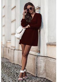 e-margeritka - Sukienka rozkloszowana mini z gumką w pasie bordowa - 38. Kolor: czerwony. Materiał: tkanina, poliester, materiał. Długość: mini