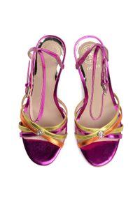 Różowe sandały Guess eleganckie, z aplikacjami
