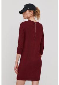 Vero Moda - Sukienka. Okazja: na co dzień. Kolor: czerwony. Materiał: dzianina. Wzór: gładki. Typ sukienki: proste. Styl: casual