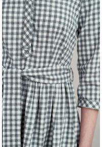 Marie Zélie - Sukienka Aglaia bawełna flanelowa w szarą kratkę. Typ kołnierza: kołnierzyk stójkowy. Kolor: szary. Materiał: bawełna. Wzór: kratka