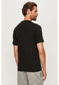 Czarny t-shirt Reebok z okrągłym kołnierzem