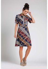Nommo - Granatowa Rozkloszowana Wizytowa Sukienka z Wiązaniem przy Dekolcie. Kolor: niebieski. Materiał: wiskoza, poliester. Styl: wizytowy