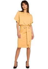 MOE - Żółta Sukienka Przewiązana Paskiem z Nietoperzowym Krótkim Rękawem. Kolor: żółty. Materiał: bawełna, elastan. Długość rękawa: krótki rękaw