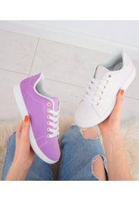 Różowe buty sportowe N/M w kolorowe wzory