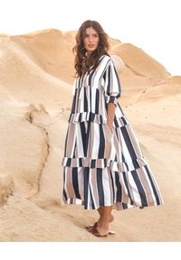 BY CABO - Sukienka w pasy Fiji. Kolor: czarny. Materiał: len, wiskoza. Typ sukienki: oversize. Styl: wakacyjny
